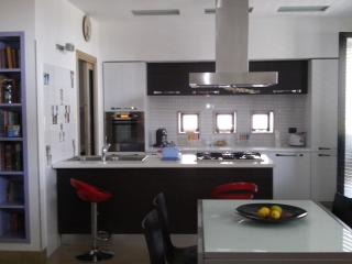 2 bedroom Townhouse with Deck in Avola - Avola vacation rentals