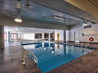 Midtown near Metro, Shops & Restos w Pool & Gym - Montreal vacation rentals