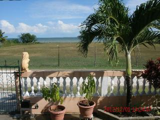 $975.00/mo. Wonderful SEAVIEW  2 br apt. - Corozal Town vacation rentals