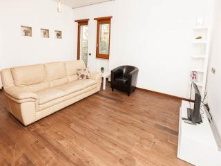 CHARMING APARTMENT FEW STOPS FROM COLOSSEUM - Rome vacation rentals