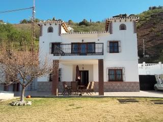 Comfortable 5 bedroom Iznate Villa with Internet Access - Iznate vacation rentals