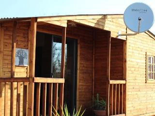 Cozy 2 bedroom House in Hartbeespoort with A/C - Hartbeespoort vacation rentals