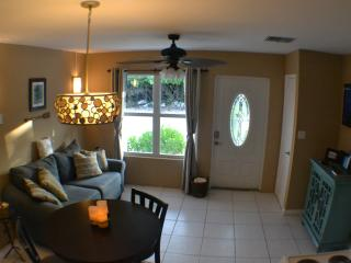 Gorgeous 1 bedroom Cottage in West End with Internet Access - West End vacation rentals