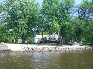 Timeaway Lodge riverside retreat 5br/5ba sleeps 17 - Rockford vacation rentals