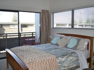 Romantic 1 bedroom Whitianga House with Hot Tub - Whitianga vacation rentals