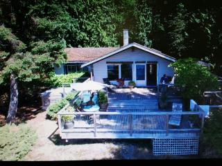 Private Waterfront Bluewater Cottage/Bowen Isld - Bowen Island vacation rentals