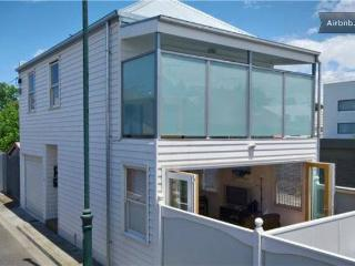Pets Welcome Bright Beach Hse 2Bed - South Melbourne vacation rentals