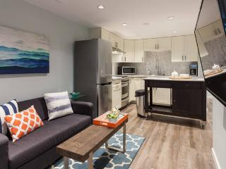 Gorgeous private luxury suite near skytrain! - New Westminster vacation rentals