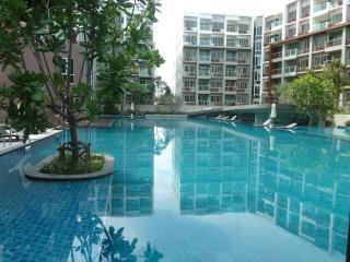 LUXURY BEACHSIDE & GOLF CONDOS: 2 BED + 1 BED - Hua Hin vacation rentals