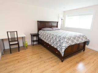 Beautiful private queen bedroom5 in great location - Vancouver vacation rentals