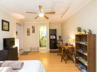 AWESOME STUDIO NEXT TO ALL THE ATTRACTIONS !! - Orlando vacation rentals