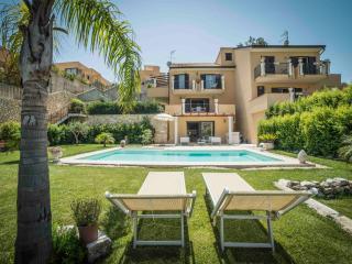 Villa Mastrissa pool Deluxe apartment - Taormina vacation rentals