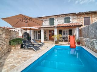 Beautiful 3 bedroom Smoljanci Villa with Internet Access - Smoljanci vacation rentals
