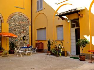 La corte di Zizi - Castello apartment - Cernobbio vacation rentals