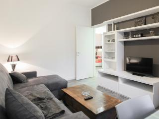 modern Appartament 90 mt ,close to metro M1, Wifi - Sesto San Giovanni vacation rentals