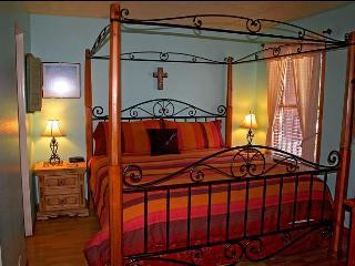 $99nt+tax and up-Downtown 2BD slp6 FP pet ok w/d - Santa Fe vacation rentals