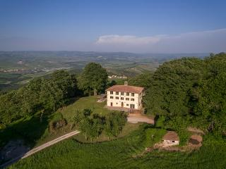 8 bedroom Farmhouse Barn with Satellite Or Cable TV in Abbadia San Salvatore - Abbadia San Salvatore vacation rentals
