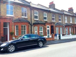 Superior Victorian Apartment with Patio Garden - London vacation rentals