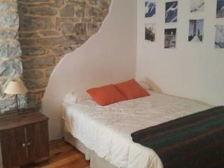 Bright 3 bedroom Biescas Apartment with Linens Provided - Biescas vacation rentals