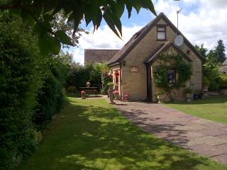 Perfect Cottage with Internet Access and Central Heating - Chadlington vacation rentals