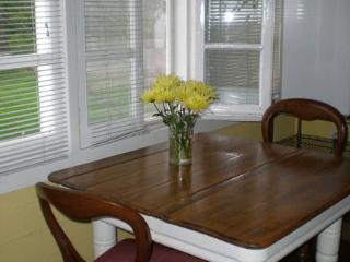 Nice Cottage with Internet Access and Tennis Court - Beamsville vacation rentals