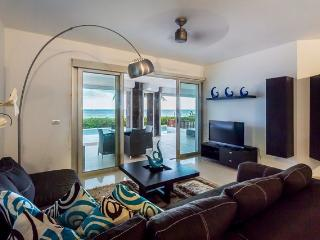 Casita Mareazul (104N) - Amazing Beachfront Location, Private Pool&Jacuzzi, Exclusive Community - Playa del Carmen vacation rentals