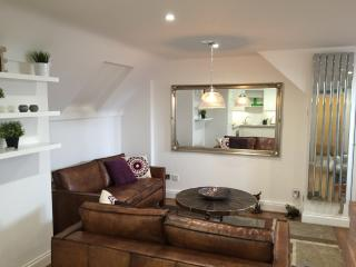 Bright 2 bedroom Harpenden Apartment with Internet Access - Harpenden vacation rentals