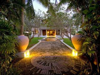 Perfect 5 bedroom Kamburugamuwa Villa with Deck - Kamburugamuwa vacation rentals