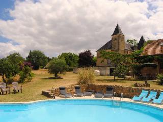 Chateau des Etoile - Poppy Gite - Gourdon vacation rentals