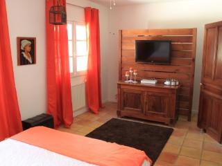 Cozy 2 bedroom Gite in Piolenc - Piolenc vacation rentals