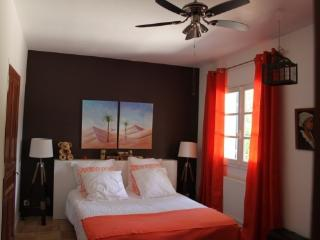 Bright 2 bedroom Gite in Piolenc - Piolenc vacation rentals
