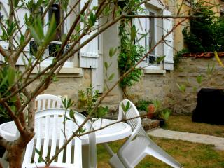 Romantic 1 bedroom Gite in Milly-la-Foret - Milly-la-Foret vacation rentals