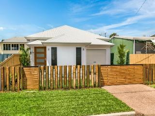 Cairns Timber Fence Lodge - Cairns vacation rentals