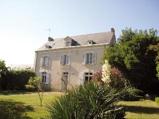 Nice Gite with Internet Access and Television - Denee vacation rentals