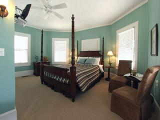 Nice Private room with Internet Access and A/C - Oriental vacation rentals