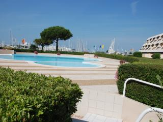 Lovely Apartment in Port Camargue with Shared Outdoor Pool, sleeps 4 - Port Camargue vacation rentals