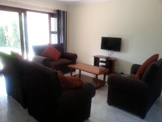 Cozy 3 bedroom Benoni Condo with Safe - Benoni vacation rentals