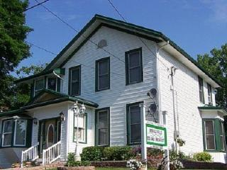Niagara's Emerald Falls Bed & Breakfast - Niagara Falls vacation rentals