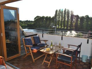 Stunning apartment with view over the Thames - Kingston upon Thames vacation rentals