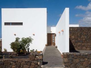 3 bedroom Villa with Internet Access in Brena Alta - Brena Alta vacation rentals
