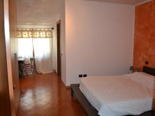 Stanza in tranquillo rustichetto - Lonato vacation rentals