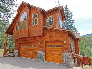 Sierra View Estate - 2 Master Bedrooms, Cook, Eat, Sleep, Relax, Enjoy - South Lake Tahoe vacation rentals