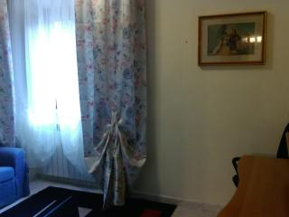 Wonderful 4 bedroom Pizzoli House with Television - Pizzoli vacation rentals