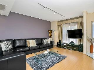 BMN01 - Luxury Townhouse - Resort Style Complex - Sydney vacation rentals