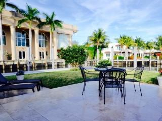 200 ft water front, luxury, walk to beach, pool - Fort Lauderdale vacation rentals
