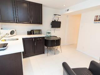 Beautiful cozy 2BR suite -Chambers Location - Vancouver vacation rentals
