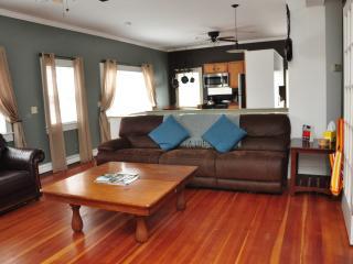3 Bedroom in Downtown Newport with Roof Top Deck - Newport vacation rentals