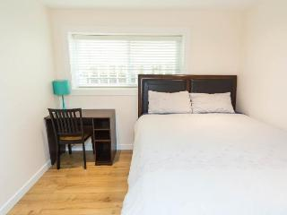 Beautiful private queen bedroom4 in great location - Vancouver vacation rentals
