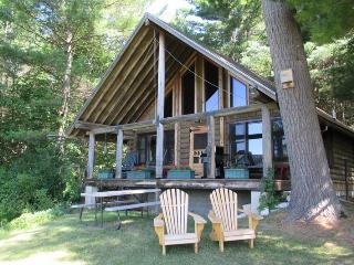 COZY ROMANTIC LOG CABIN | VERMONT | TWO BEDROOM | HIKING | SKIING | PRIVATE | ALL AMENITIES - Brandon vacation rentals