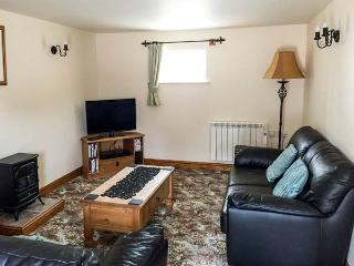 DOVER BARN, single storey cottage in countryside, donkeys, close walks, Parwich Ref 19144 - Parwich vacation rentals